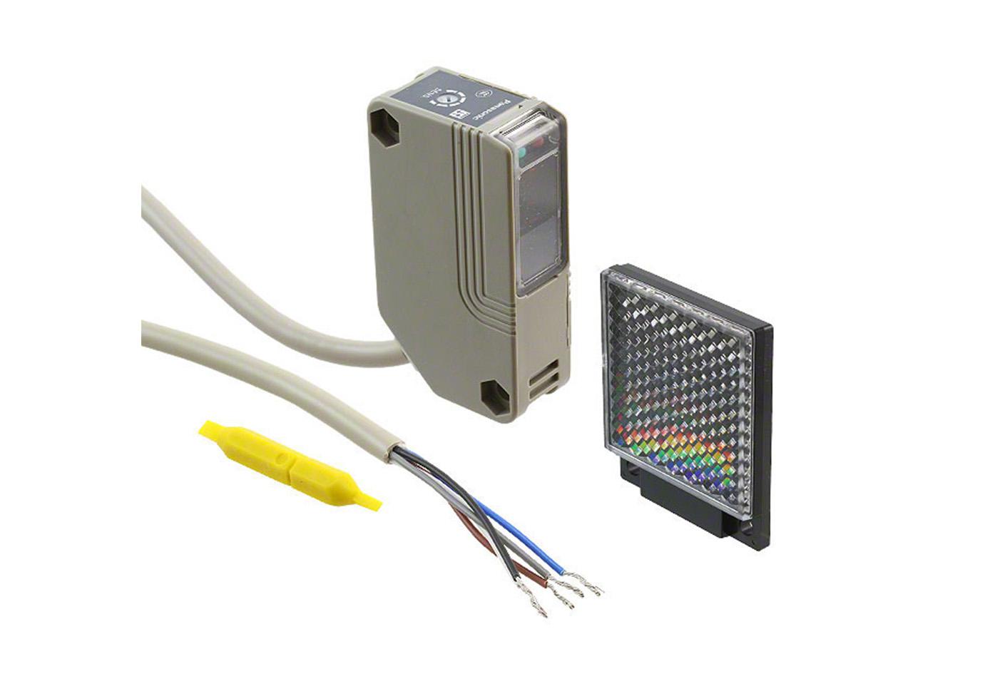 Sensor fotoelectrico multivoltaje rectangular sensado 5 mts