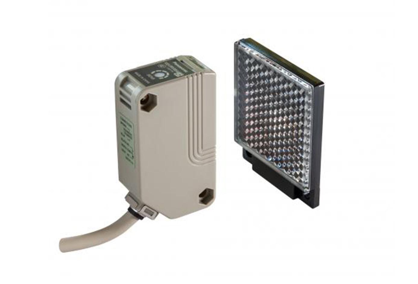 Sensor fotoelectrico multivoltaje rectangular sensado 7 mts